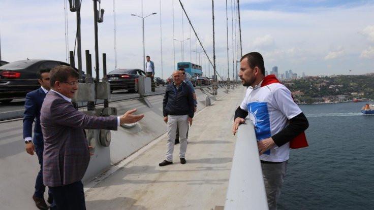 Davutoğlu intihar girişimini engelledi
