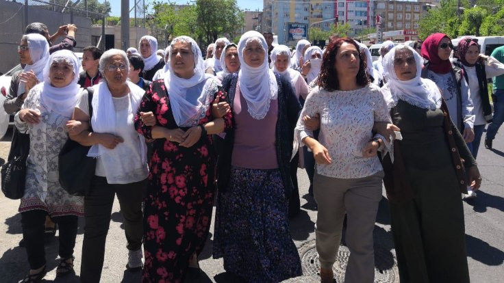 'Açlık grevi bitene kadar alanlardayız'