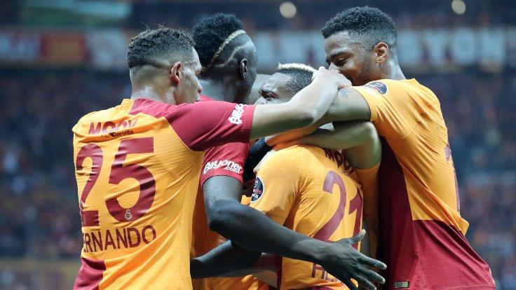 Galatasaray, Beşiktaş'ı 2-0 yenerek zirveye çıktı