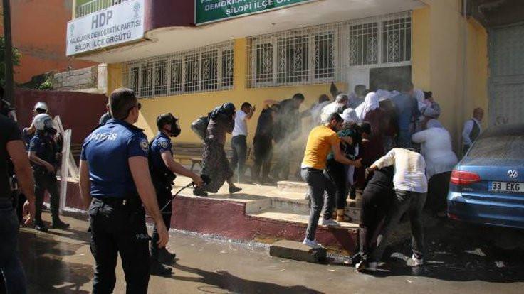 Polis gaz sıktı HDP'li vekil ve anneler fenalaştı