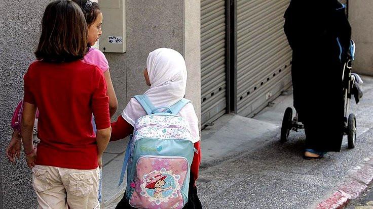İlkokul öğrencilerine başörtüsü yasağı
