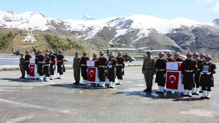 Askerler için Hakkari'de tören
