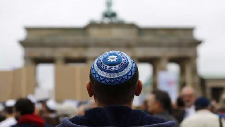 Almanya'da Yahudilere kipa uyarısı