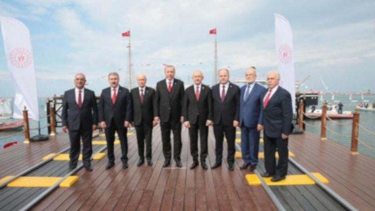 Samsun'da Kılıçdaroğlu ile Bahçeli tokalaşmadı