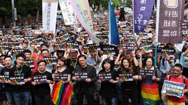 Asya'da bir ilk: Tayvan'da eşcinsel evliliğe onay