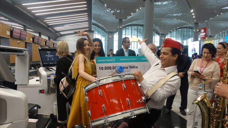 10 milyonuncu yolcuya tören