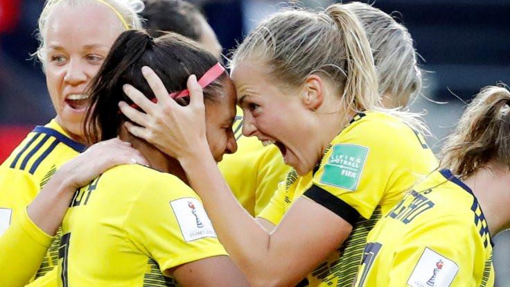 Dünya Kupası'nda feminist marşı