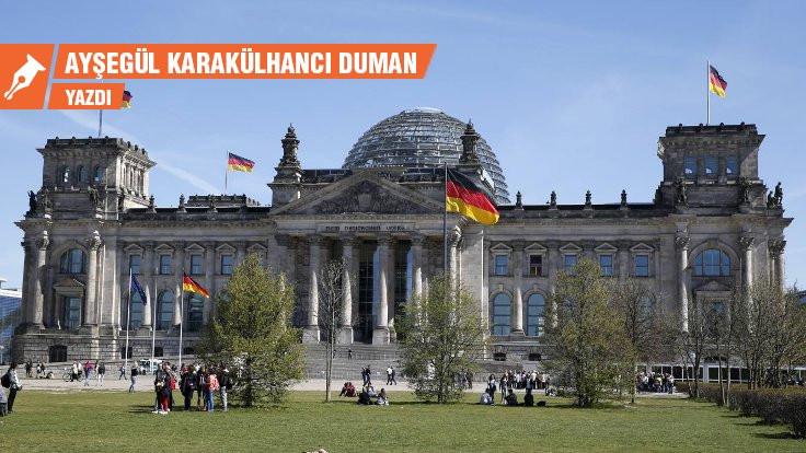 Almanya'da ufukta sol hükümet var