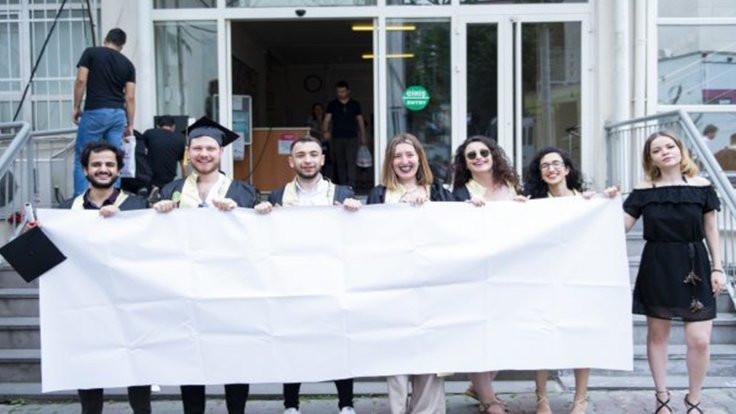 İstanbul Üniversitesi'nde boş pankart engellendi