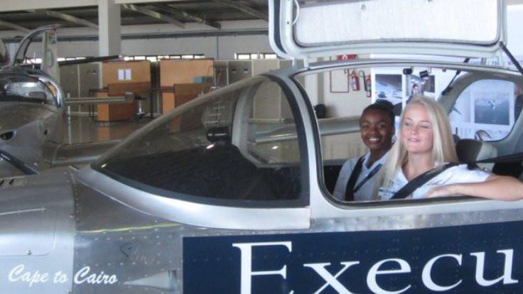 Lise öğrencilerinin uçağı ilk seferini yaptı