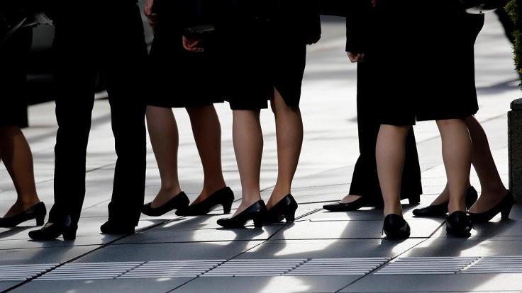 'Kadınlar işe topuklu ayakkabıyla gitmeli'