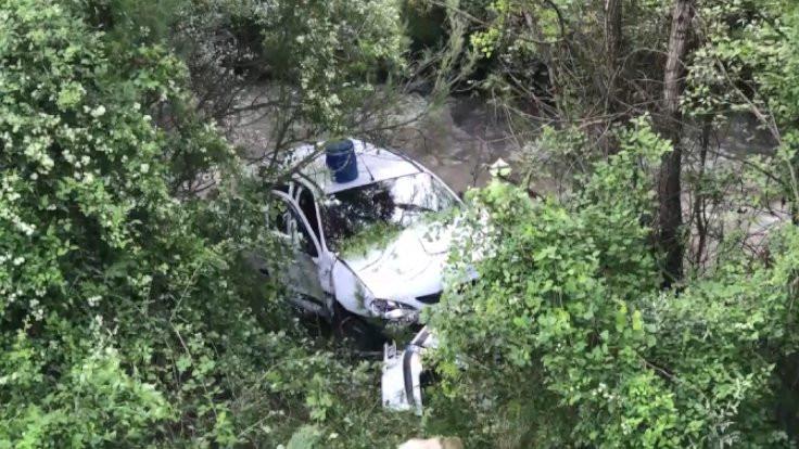 Otomobil çaya düştü: 6 yaralı