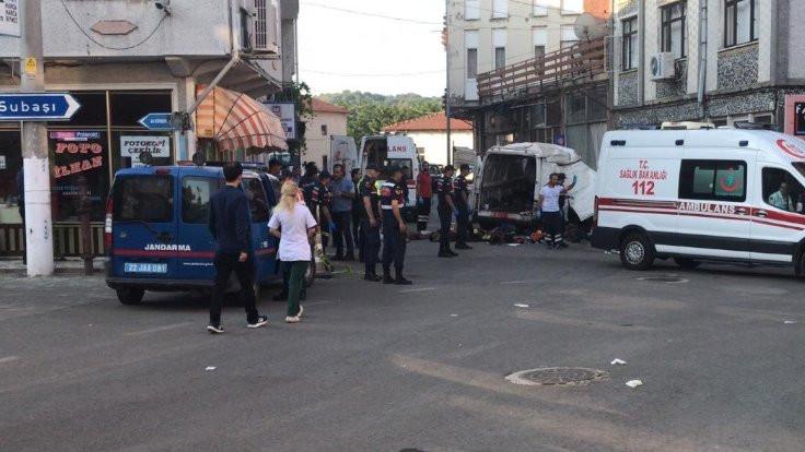 Edirne'de mültecileri taşıyan araç kaza yaptı