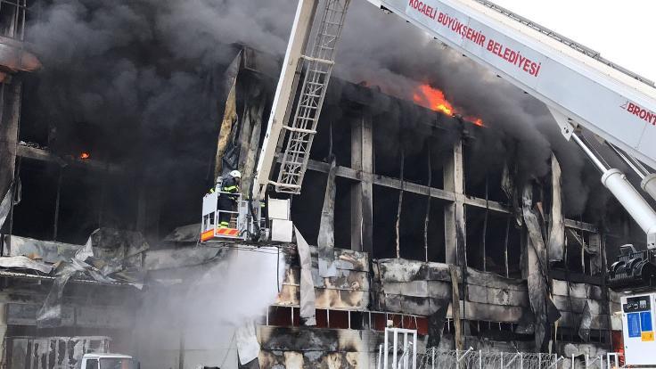 Kocaeli'deki fabrika yangınında 4 kişi öldü