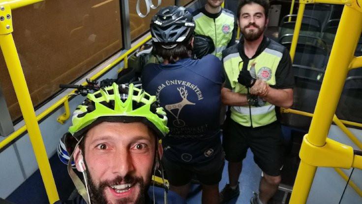 Yavaş'tan yolda kalan bisikletçilere otobüs
