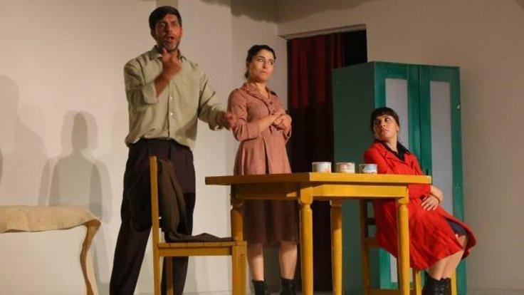 Kürtçe Dario Fo sahnede