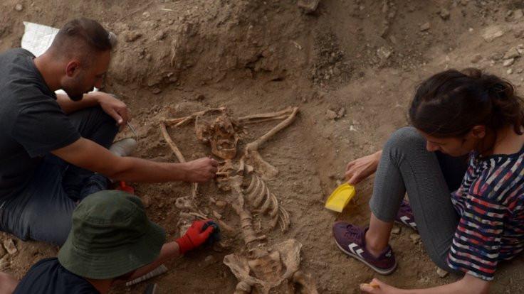 Arkeologları şaşırtan 'keyifli' iskelet