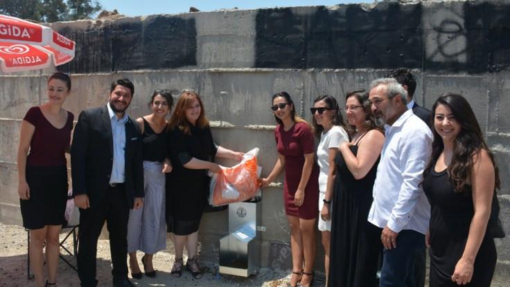 İzmir Barosu'ndan sokak hayvanları için beslenme üniteleri