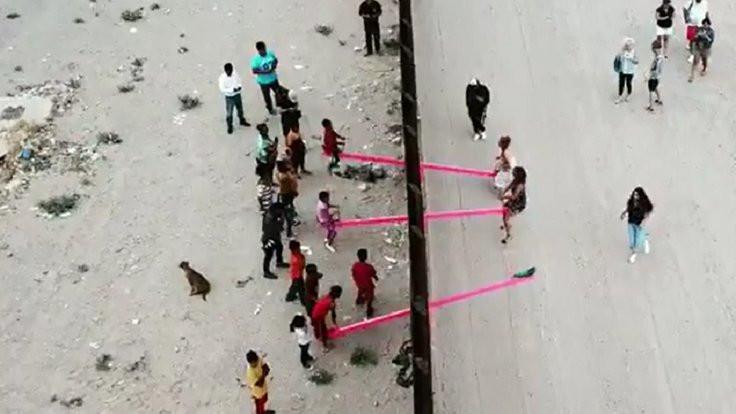 Meksika sınırına tahterevalli kurdular