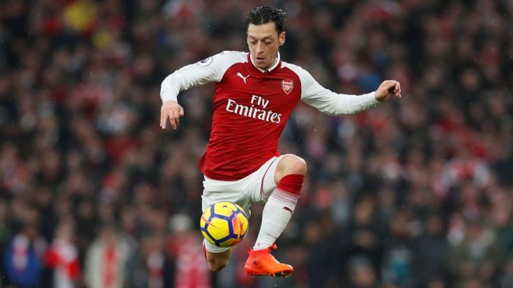 Çin'den Arsenal'a Mesut Özil 'cezası'