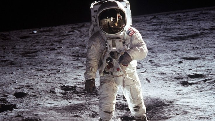 Ay görüntüleri 1,8 milyon dolara satıldı