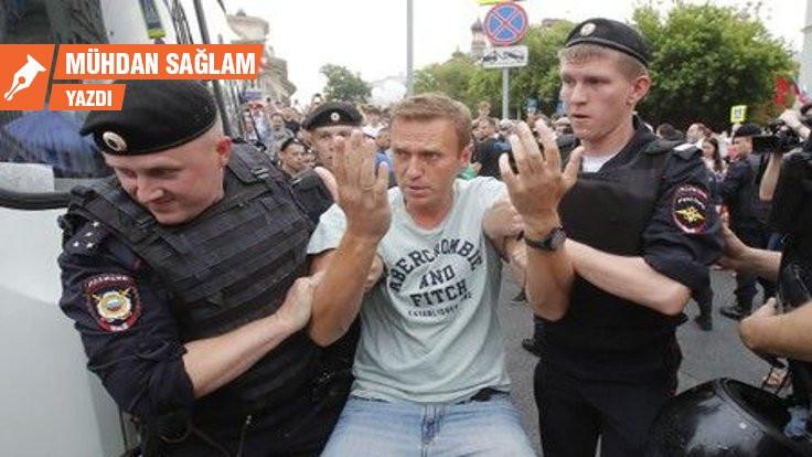 Navalnıy hapiste Putin denizaltıda