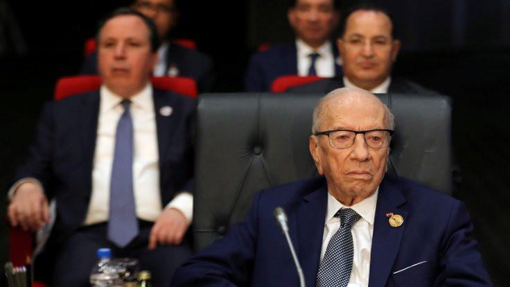 Tunus Cumhurbaşkanı Sibsi öldü