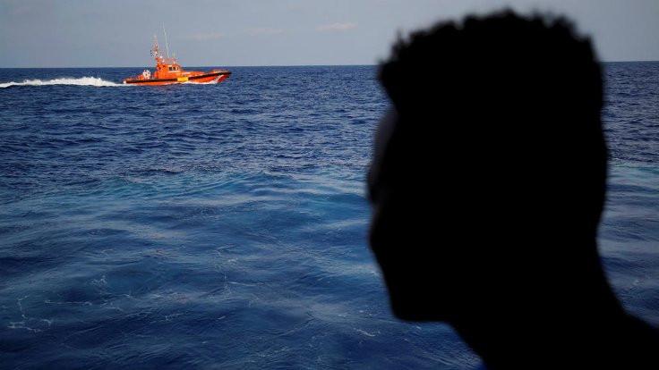 İzmir'de bot battı: 11 mülteci kurtarıldı