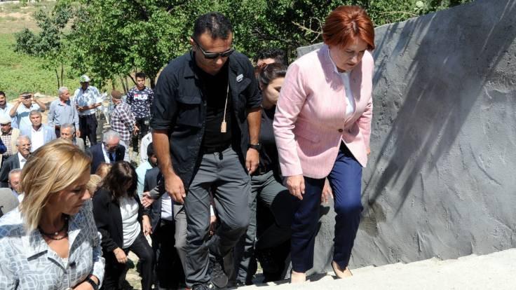 Akşener'den Emine Bulut'un ailesine ziyaret