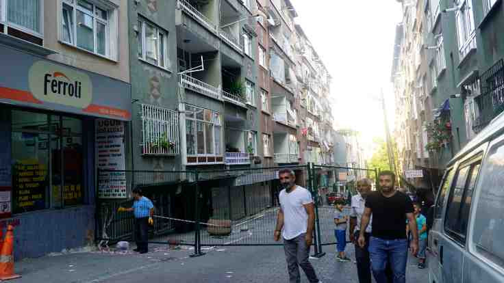 Bağcılar'da 2 bina boşaltıldı