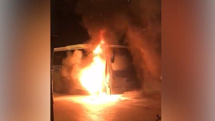 Seyir halindeki minibüste yangın