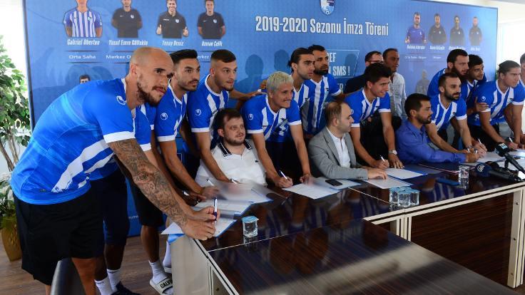 Erzurum'da 15 futbolcu için imza töreni