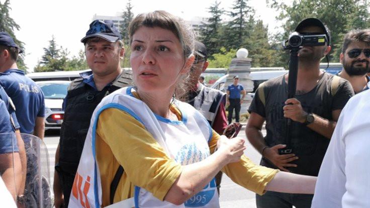 KESK'lilere bakanlık önünde biber gazı