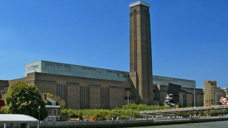 Tate Modern'de bir çocuk balkondan atıldı
