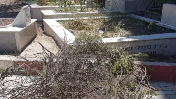 Turgutlu'da mezarlıkların temizlenmemesine tepki