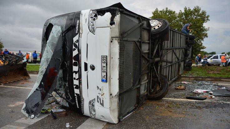 Çanakkale'de otobüs devrildi: 1 ölü