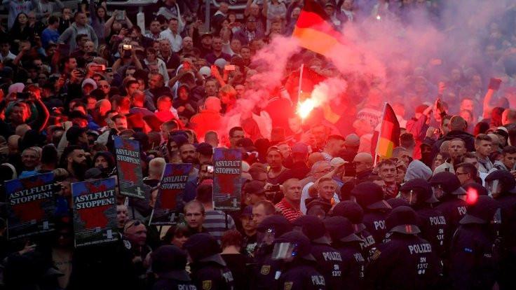 Almanya'da aşırı sağcılar 'göçmen avında'