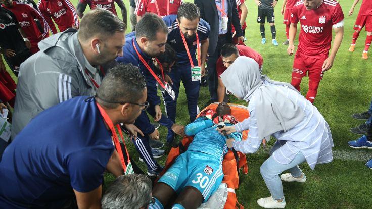 Sivasspor kalecisi Samassa hastaneye kaldırıldı