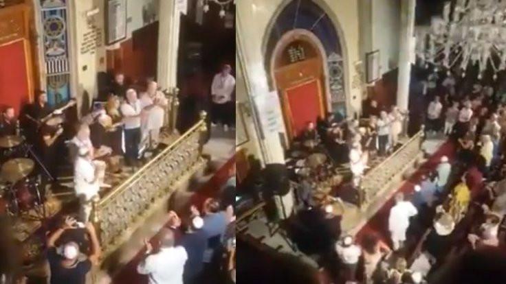 Sinagogda 30 Ağustos kutlaması sosyal medyada ilgi çekti