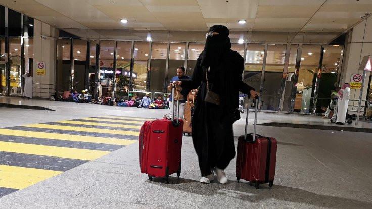 Suudi Arabistan'da kadınlar, erkek vasileri olmadan seyahat edebilecek