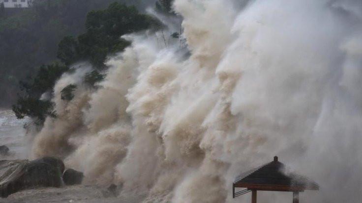 Çin'de 'süper tayfun' alarmı