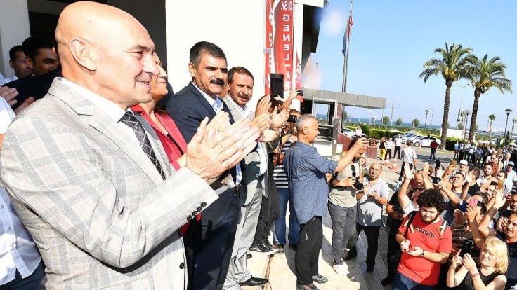 Tunç Soyer, TİS'i zıplayarak kutladı