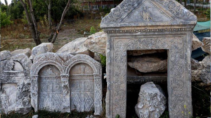 Romalının acısı mezar taşında
