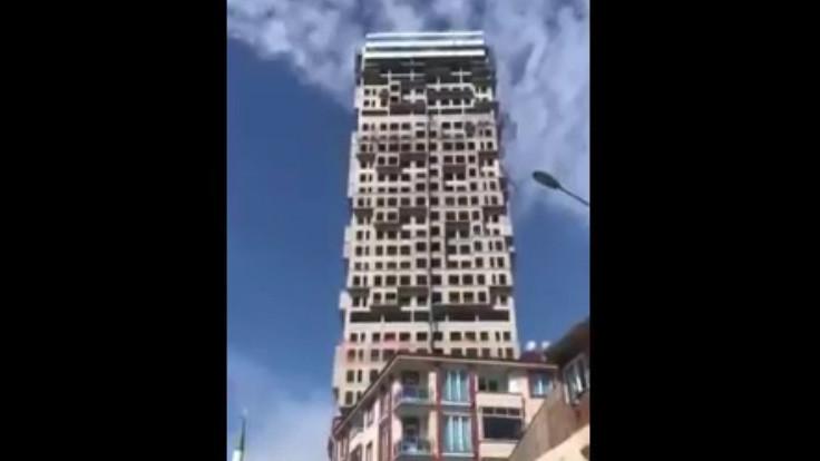 İstanbul depremi: Binanın sallanması kamerada