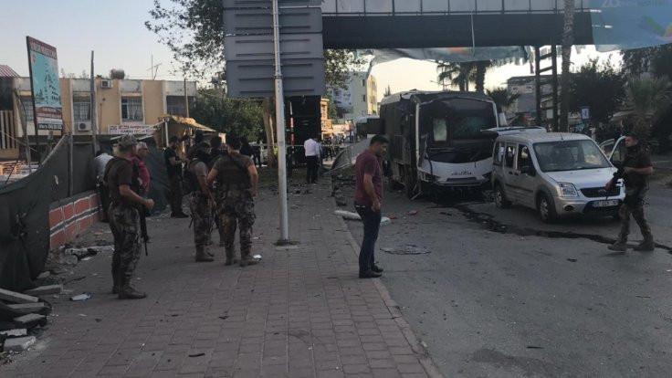 Polis servisi geçişi sırasında patlama