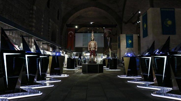'Altın Elbiseli Adam' Türkiye'de