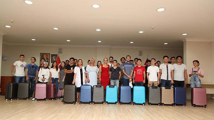 Belediyeden öğrencilere valiz