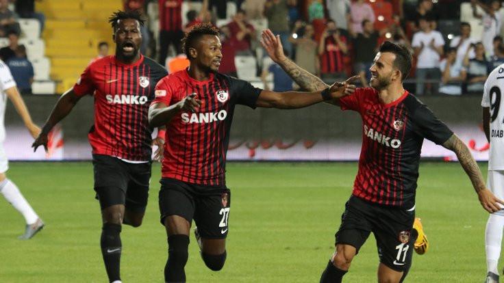 Gaziantep'te 5 gol, 3 kırmızı kart