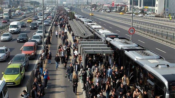 Deprem sonrası metrobüs seferleri artırıldı