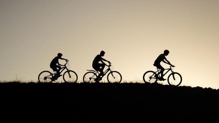 Üniversiteli bisiklet yolu